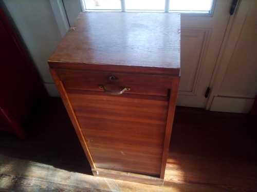 meuble de bureau à rideau