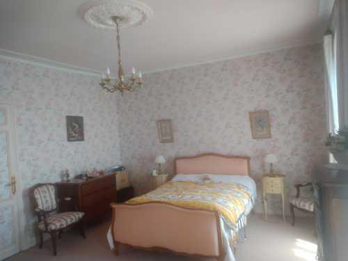Lit/en140+ couchage  + différents meubles