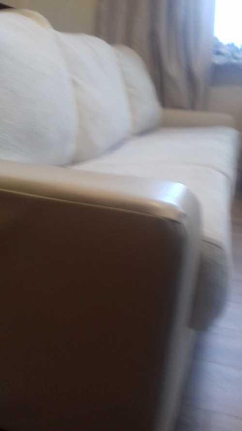 Canapé fixe, trois places, recouvert de  textile