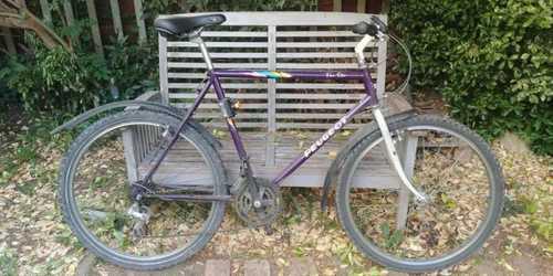 Vélo ancien Peugeot (tube rompu)