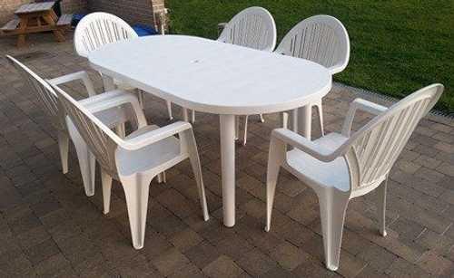 Table jardin blanche et 4 chaises