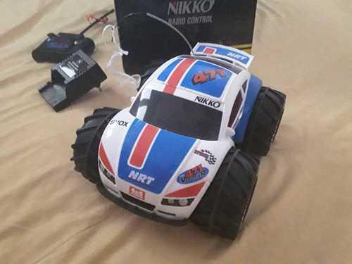 2 voitures télécommandées Nikko