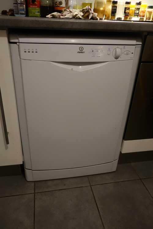 Lave-vaisselle fonctionne mal et salement
