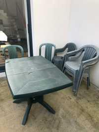 Donne table de jardin et 9 chaises