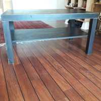 Table basse de couleur noire