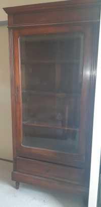 Belle armoire vitrée au charme rustique