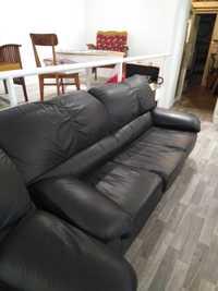 Canapé noir en cuir et fauteuil